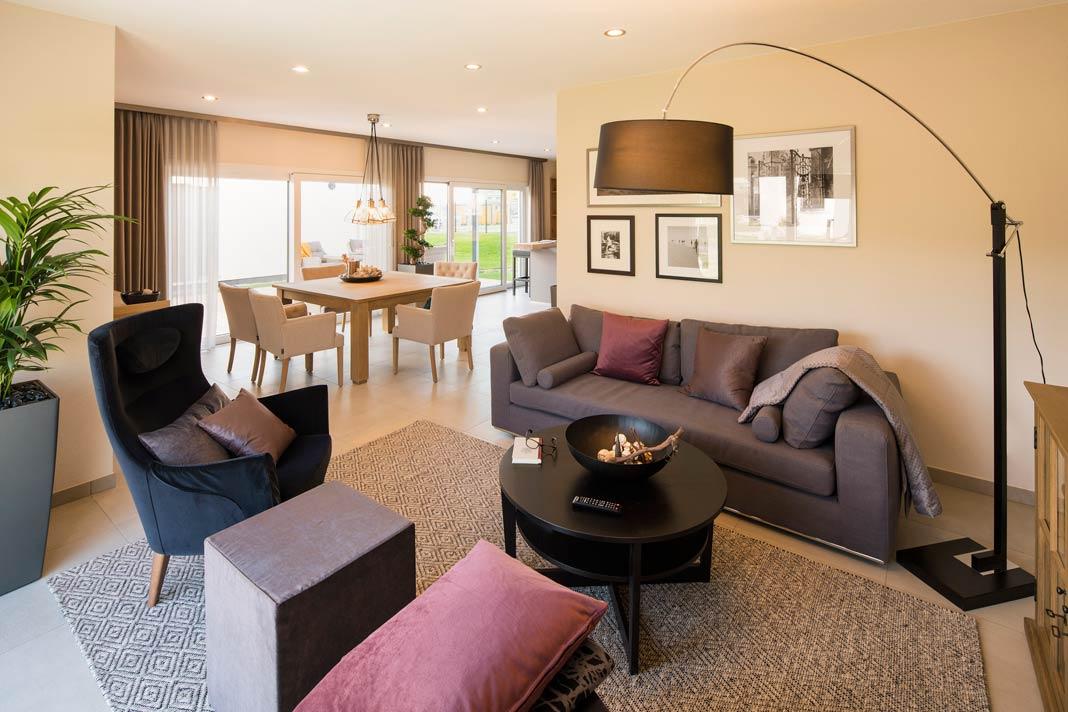 Etwas abseits vom Trubel in der Küche und am Essplatz bietet die Sofaecke eine echte Relaxzone im Erdgeschoss.