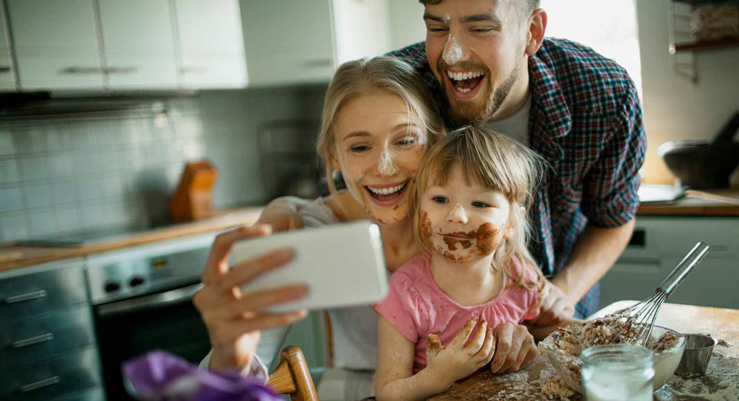 Und schnell wird aus einer kleinen Aktion wie Kuchenbacken ein Familienevent.
