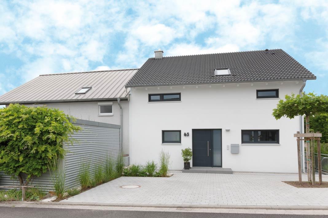 Eine einzigartige Doppelhaushälfte mit versetztem Pultdach. » LIVVI.DE