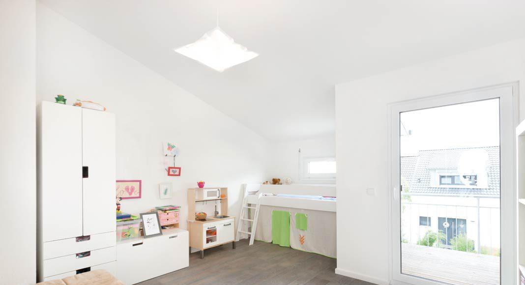 Dank des hohen Kniestocks lassen sich die Räume unterm Dach optimal nutzen.
