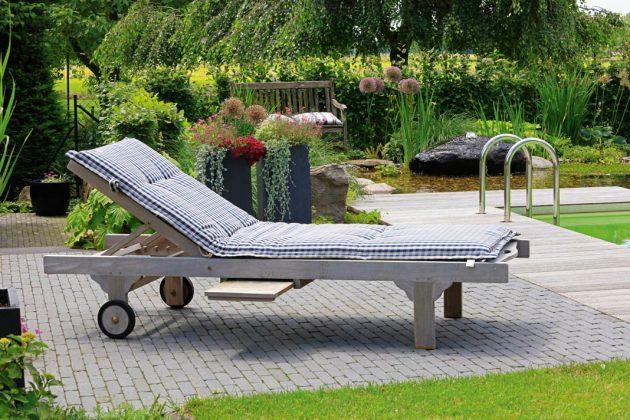 Relaxzone mit Liegestuhl oder Lounge-Bereich