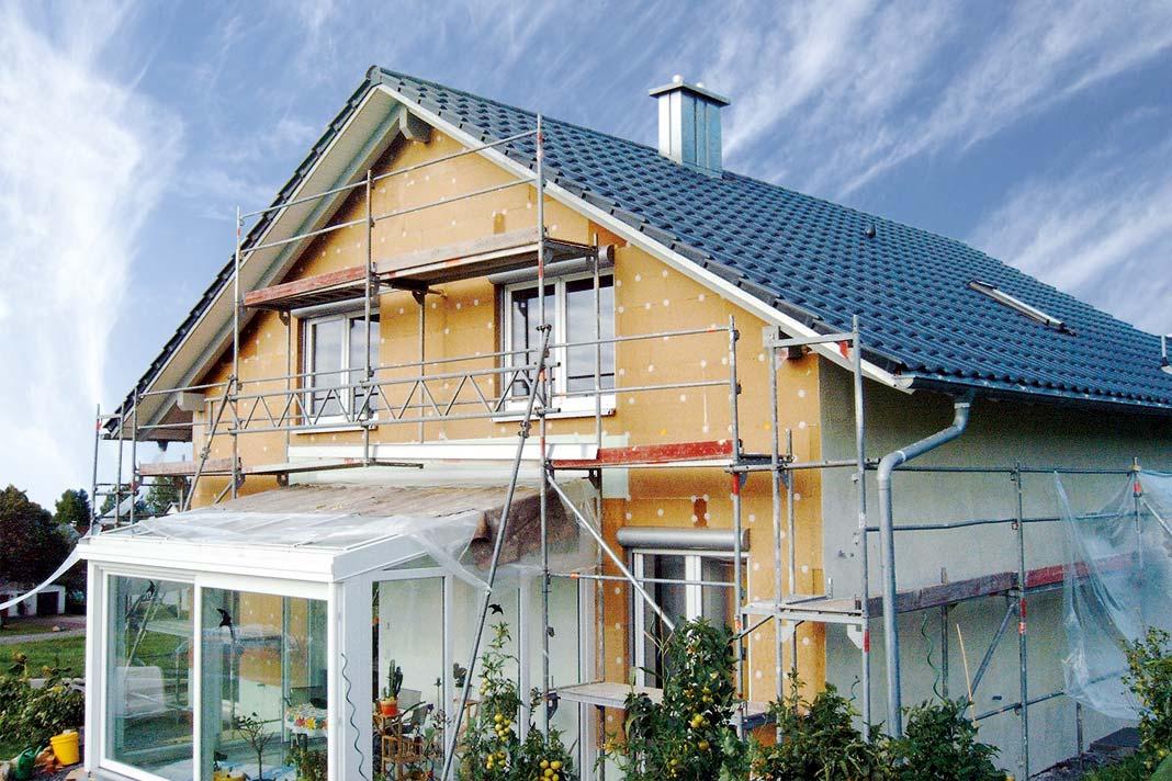 Gerade in Bezug auf Wärmedämmverbundsysteme sind Holzfaserdämmstoffe eine intelligente Alternative.