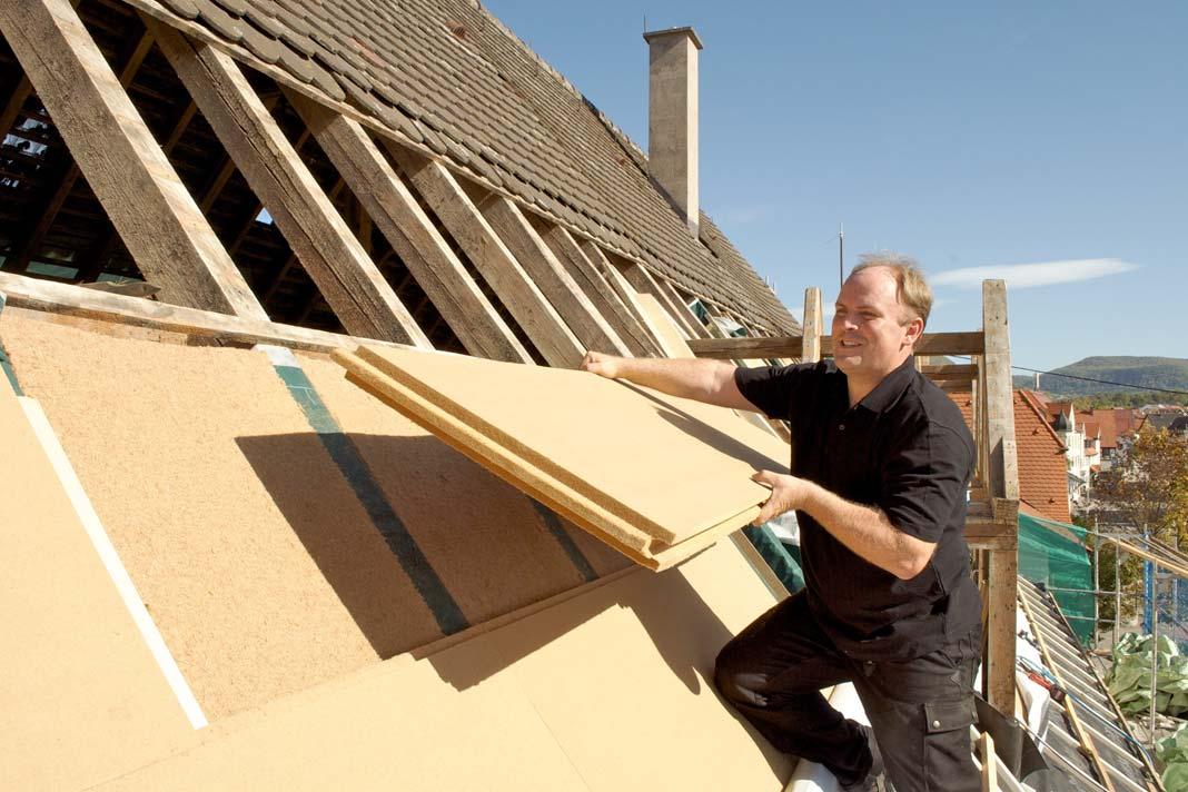 Stabile Holzfaser-Dämmplatten schützen vor Wind und Regen.