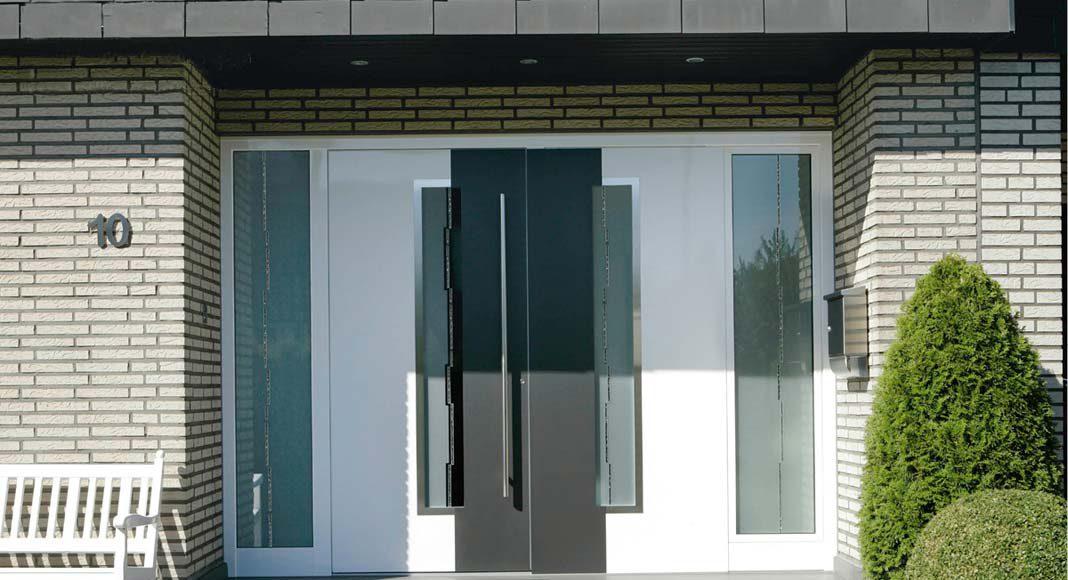 Türfüllungen aus stilvollen Glaselementgen.
