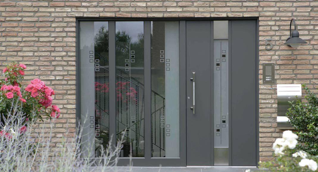 Individuelle Designs für Türfüllungen aus Glas.