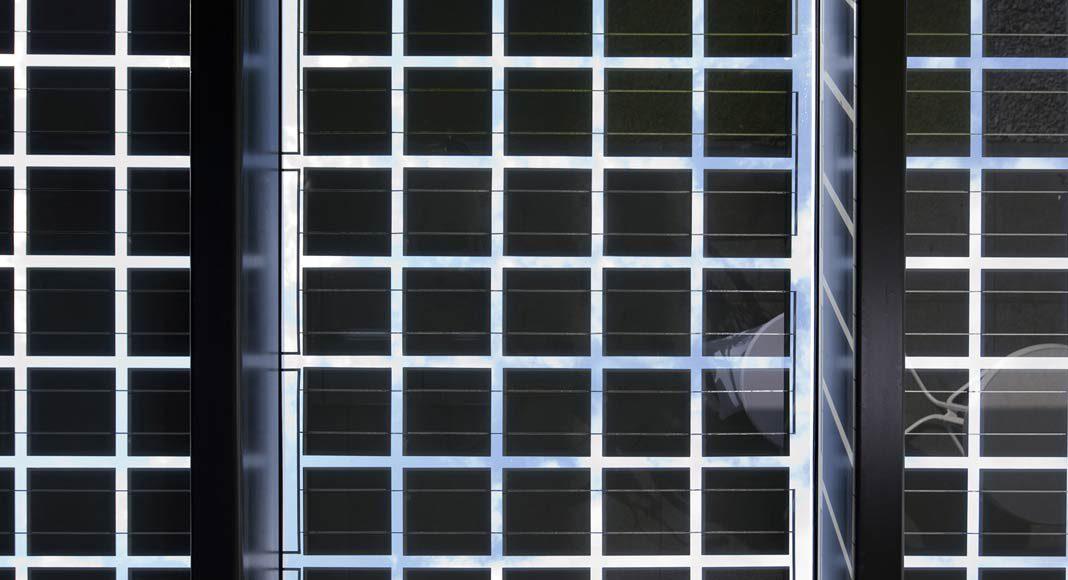Die einzelnen Zellen sind so angeordnet, dass sie Schatten spenden und trotzdem noch genug Licht durchkommt.