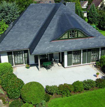 Schimmernder Blickfang nach der Sanierung: Naturschiefer sorgt für ein gesundes Zuhause. Foto: Rathscheck Schiefer