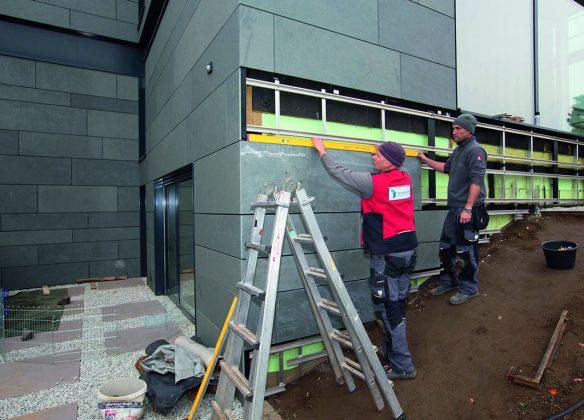 Devon trifft Design: An Fassaden sorgen großformatige Schieferplatten für Aufsehen.