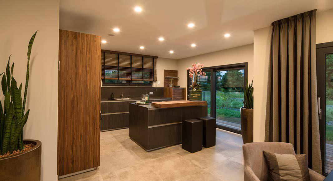 Die Küche geht offen in den Wohn-Essbereich über.