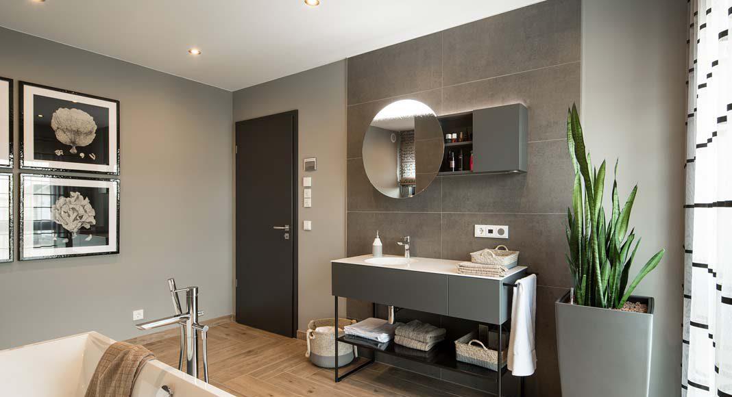 Dem Bad als Wellnessoase wird auch in diesem Musterhaus viel Platz zugestanden.