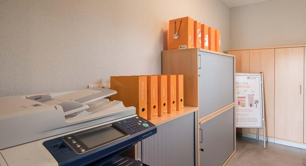 Im Musterhaus ist die Einliegerwohnung als Beratungsraum eingerichtet.