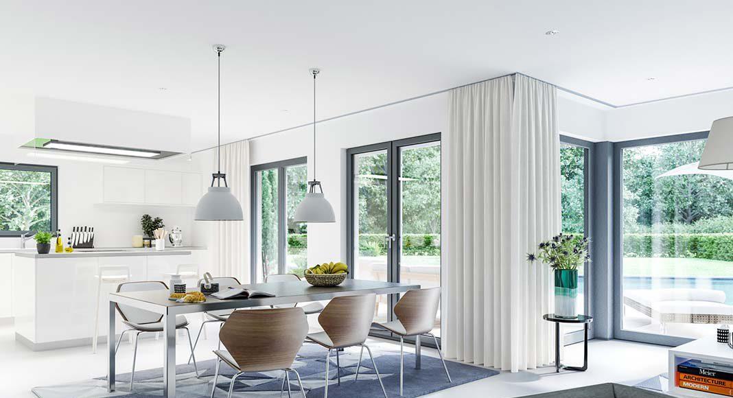Große Fenster und weitwinklig abstrahlende Deckenlampen sorgen für das Grundlicht