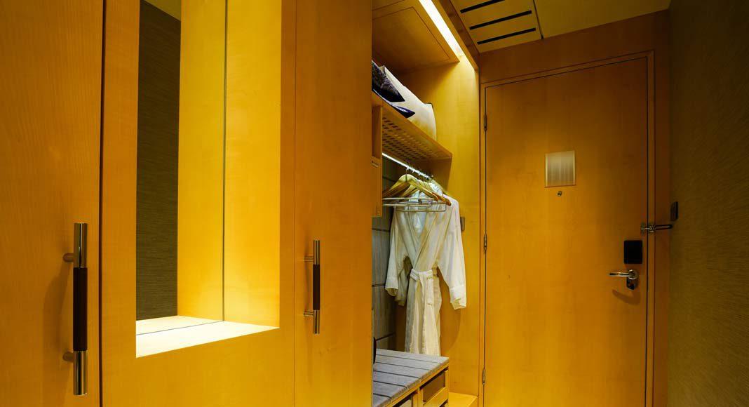 Ein zusätzliches halbes Zimmer kann als Abstellraum für saisonal nicht benötigte Kleidung oder andere nur selten genutzte Gegenstände dienen. Wenn Besuch kommt, lässt sich auch das Hobby-Equipment dort schnell verstauen.