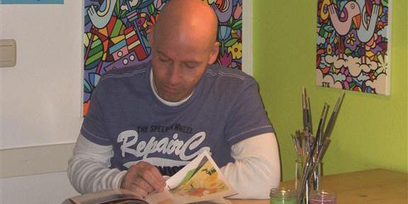 Der Künstler STephan Ewich lebt und arbeitet in Zirndorf.