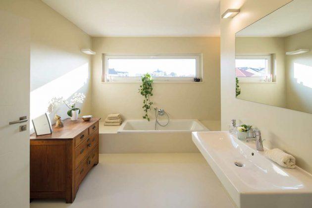 Der moderne Einrichtungsstil passt exzellent zur Architektur.