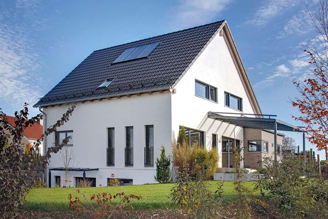 Frei geplantes Zweifamilienhaus.