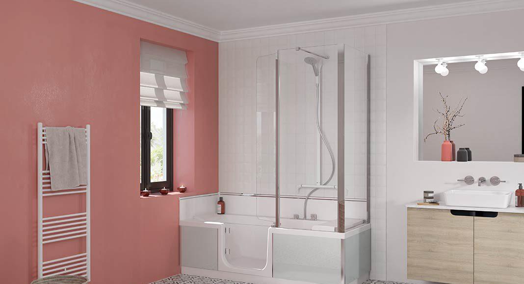 Helles Badezimmer mit individuell gestalteter Badewanne.