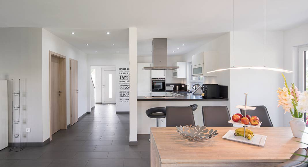 Ob Familie oder Besuch, durch den offenen Küchen- und Essbereich ist man immer mitten im Geschehen.