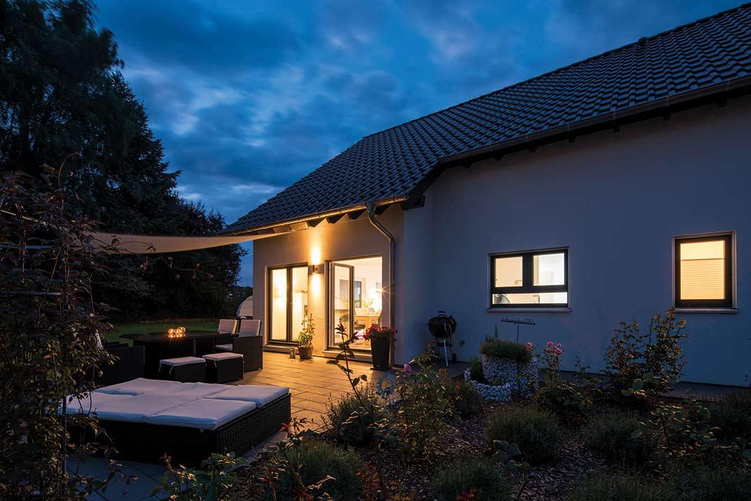 Auch an lauen Sommerabenden lockt die Terrasse.