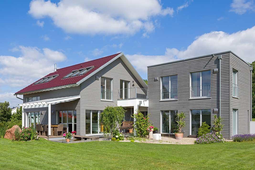 Anbau und das neue Haus der Familie Pilhofer.