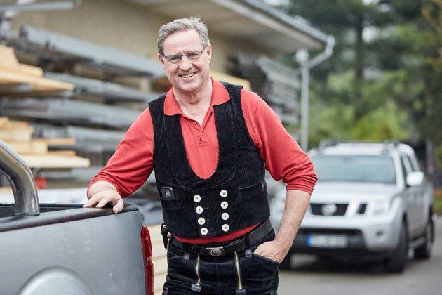 Dachdeckermeister Harmut Quappe steht für besten Schallschutz.