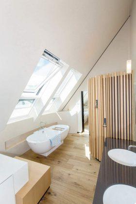 Offen und hell, modern und komfortabel zeigen sich Architektur und Einrichtung.