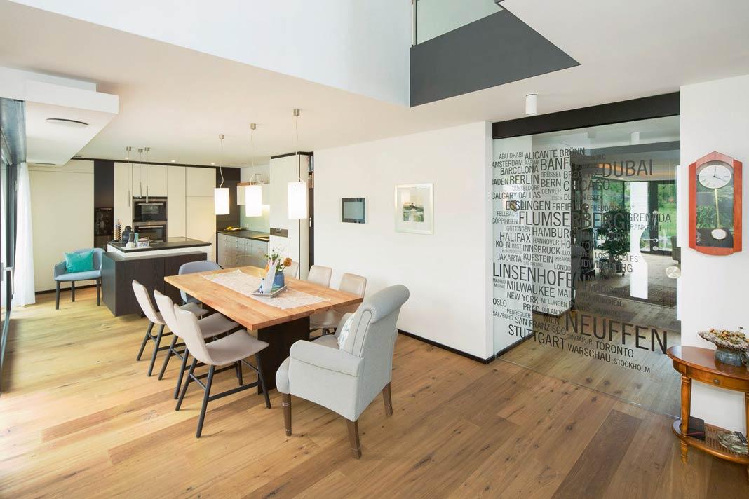 Große, helle Räume mit moderner Gebäudetechnik.