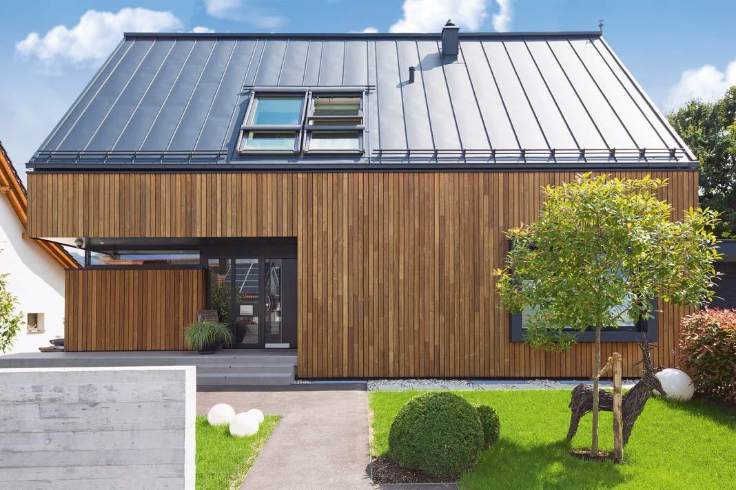 Modernes Haus in Holzbauweise.