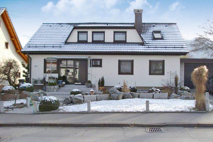 Nach Dem Umbau Offenbart Sich Ein Modernes Haus.