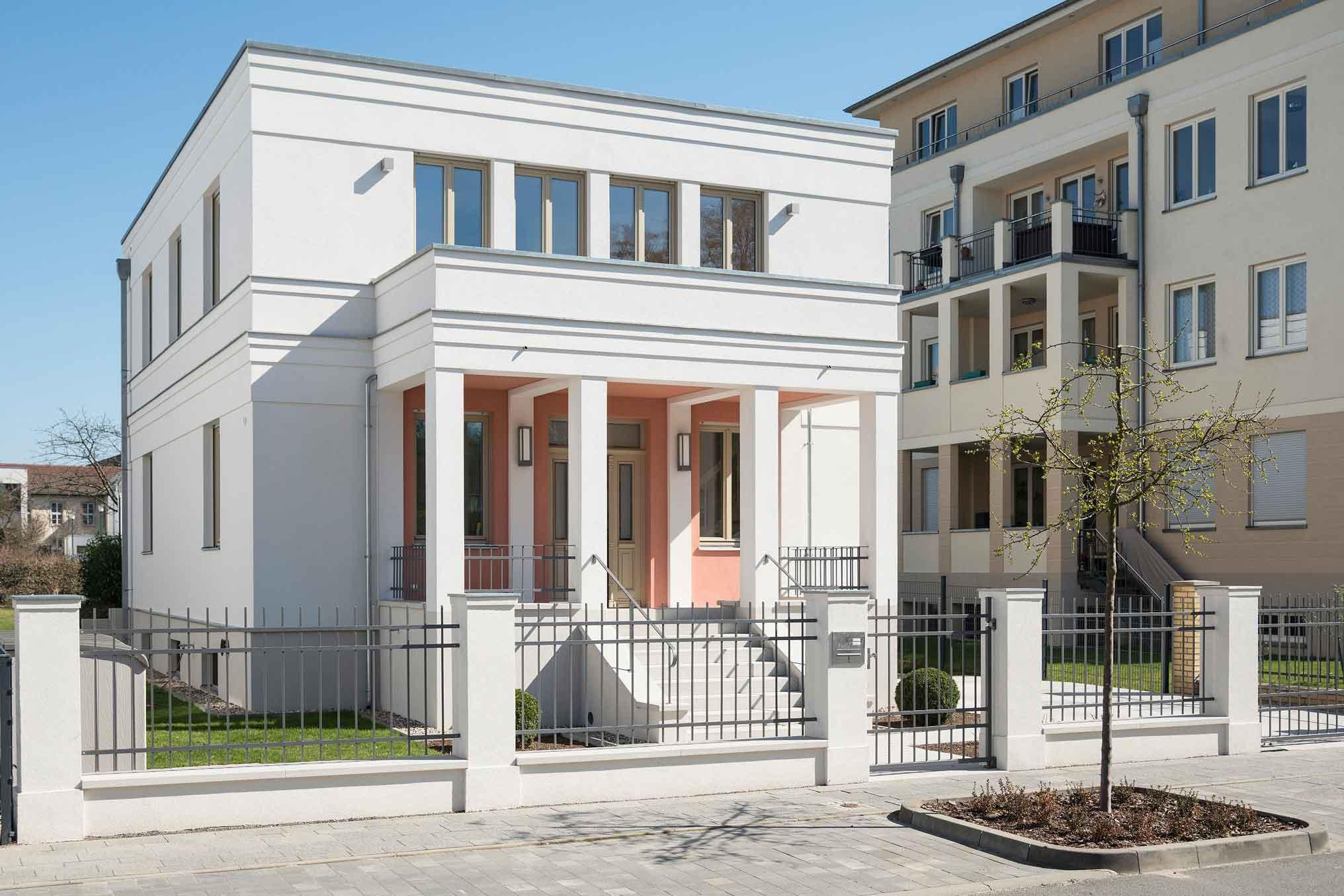 Stadtvilla nach klassischem vorbild bereichert berliner for Massivhaus berlin