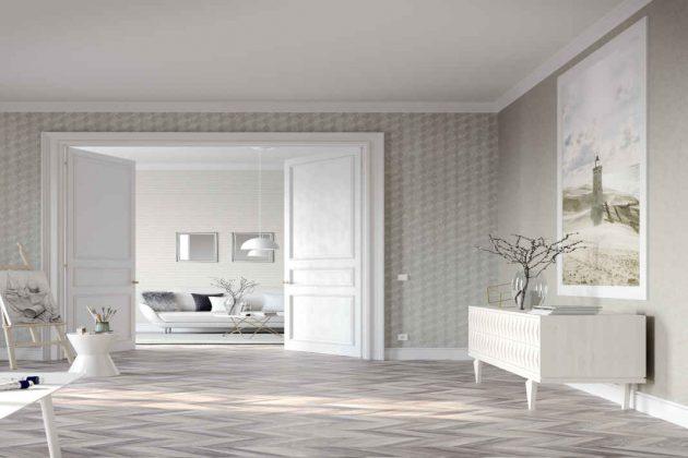 Besonders eindrucksvoll bei hohen und weitläufigen Räumen wirken doppelflügelige weiße Türen.