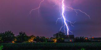 Blitzeinschlag in ein Haus