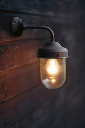 Das Scheunenlicht sorgt für rustikales Flair