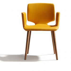 Designstuhl aye mit gelbem Stoff
