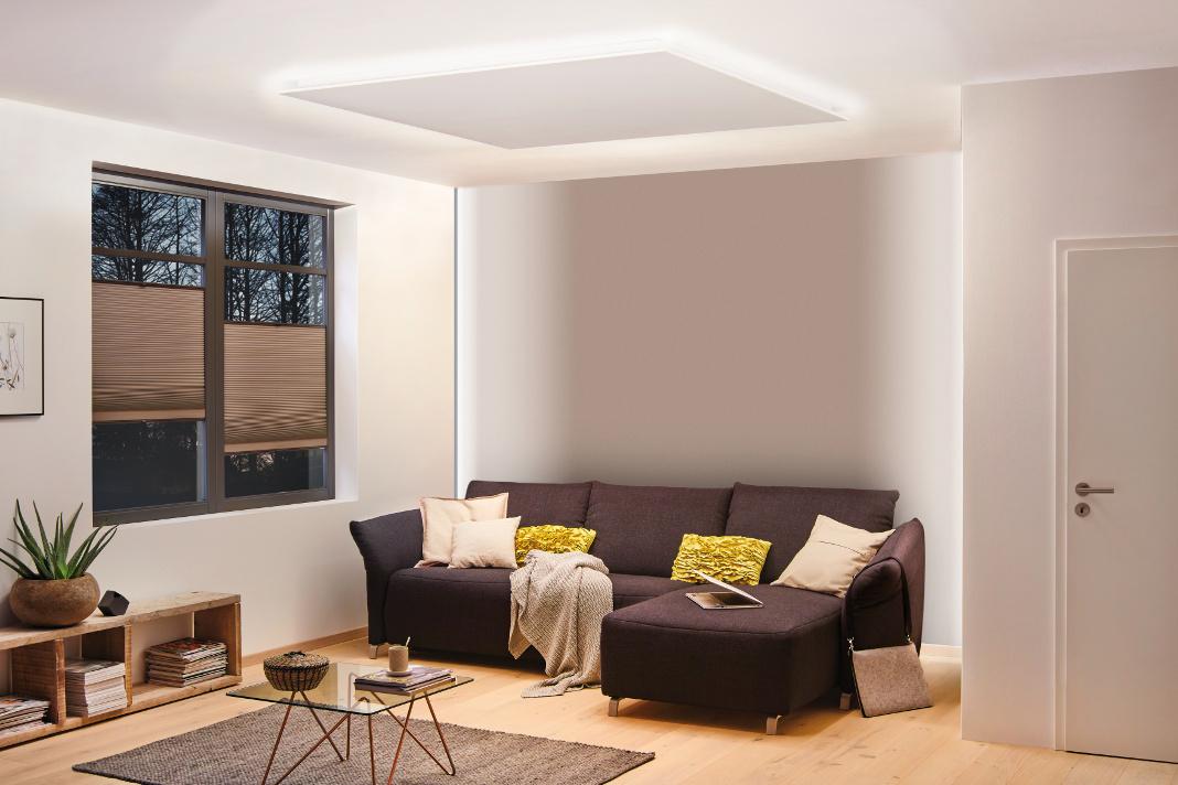 LED Streifen an der Decke sorgen für indirekte Beleuchtung.