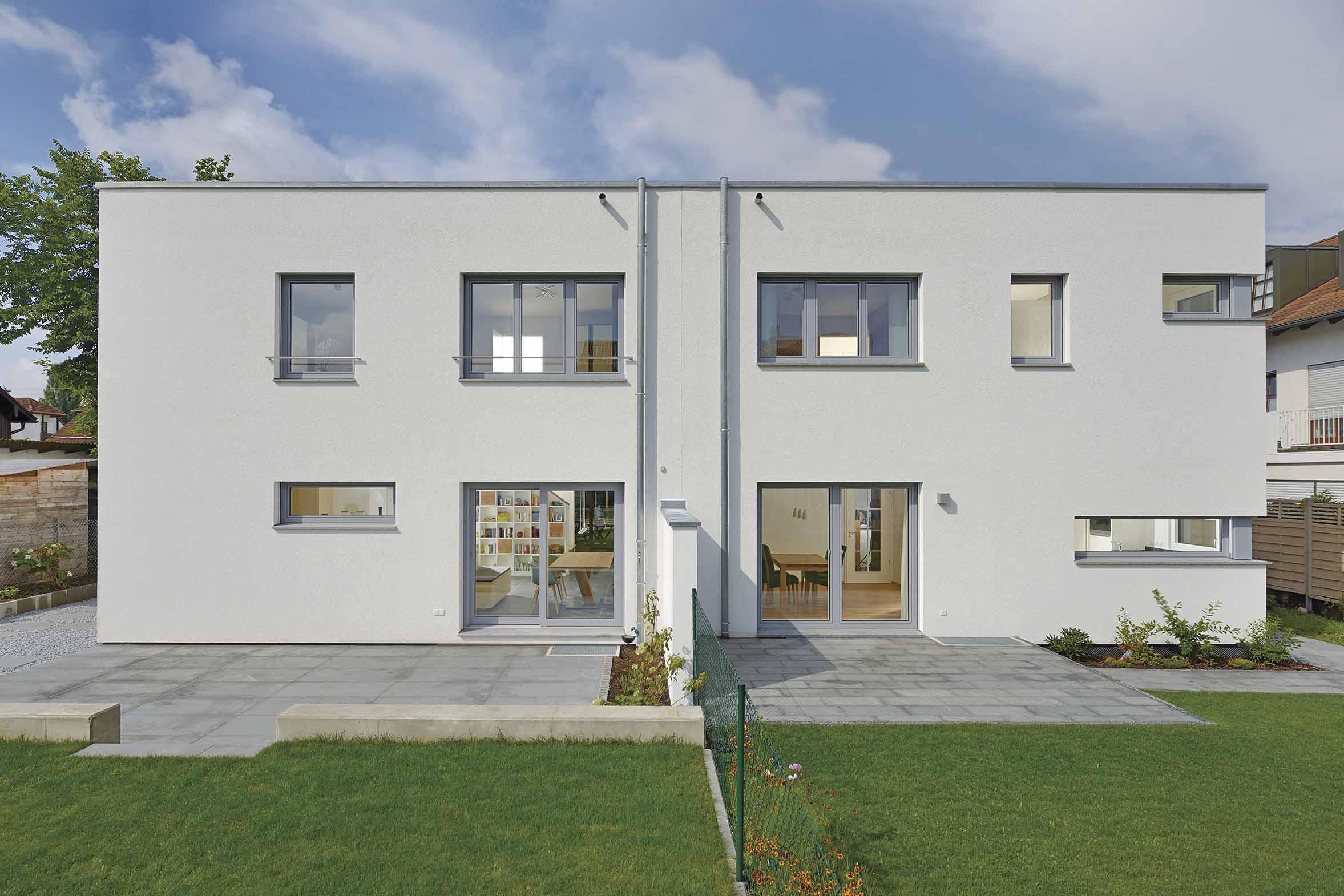 Gartenansicht Doppelhaus WeberHaus im Bauhausstil