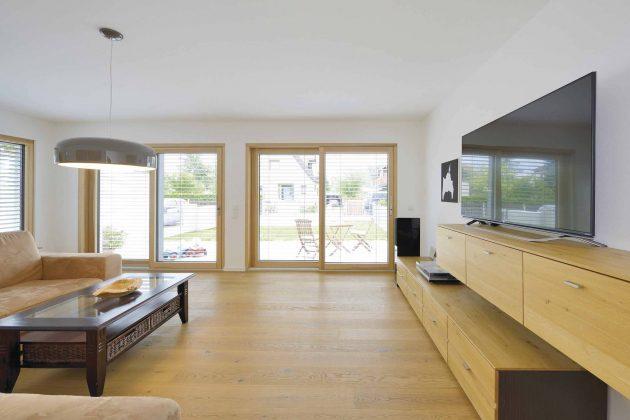 Ansicht des großzügigen Wohnzimmers im Kundenhaus Krüger