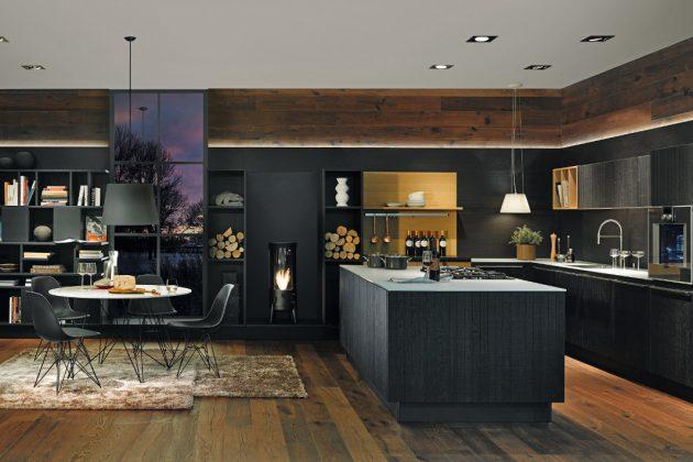 edle Küche aus dunklem Eichenholz