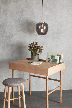 Retro Schreibtisch, Hocker und Lampe