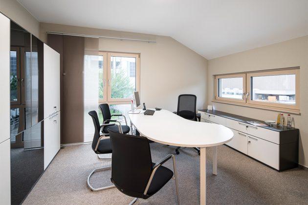 Zwei gleichgroße Räume im Obergeschoss, die als Arbeits- oder Kinderzimmer genutzt werden können.