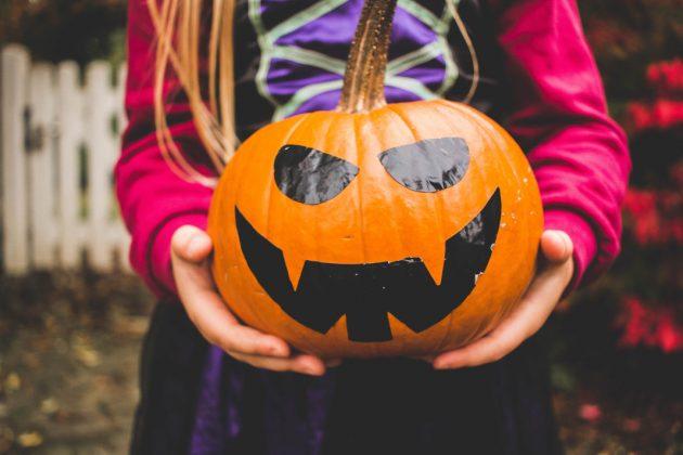 Halloween Kürbis mit Gesicht