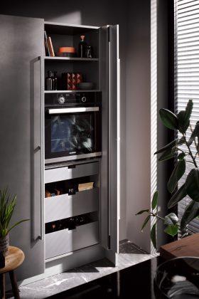 moderner Küchenchrank mit integriertem Backofen
