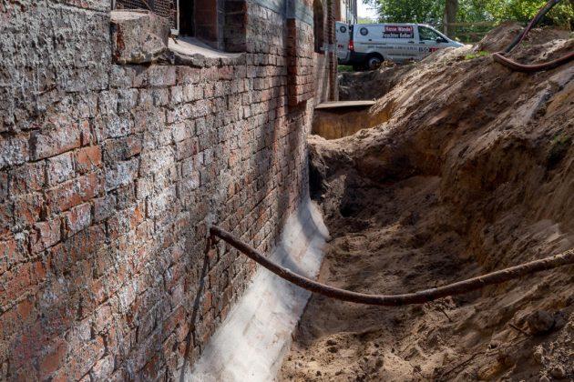 Freilegung des Kellermauerwerks