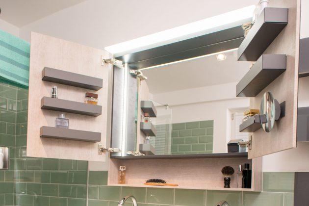 Spiegelschrank fürs Familienbad.