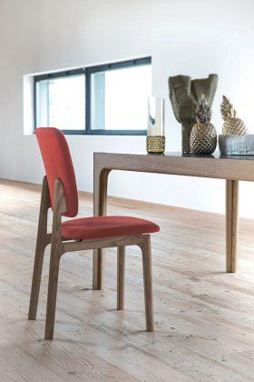 Stuhl von Bross in Patone Farbe des Jahres 2019
