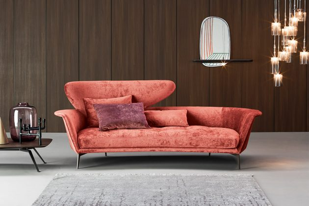 Sofa in Pantone Farbe 2019 Living Coral