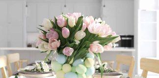 Frühlingshafte Osterdeko mit Blumen und Eiern
