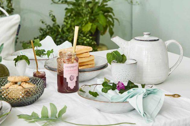 frühlingshafte Osterdeko für den Tisch