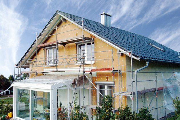 Haus im Bauprozess - Außendämmung mit natürlichen Dämmstoffen - VHD
