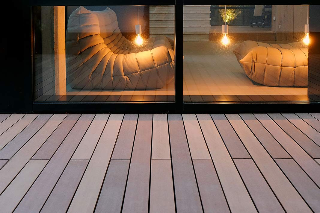 Terrassendielen mit Blick ins Wohnzimmer